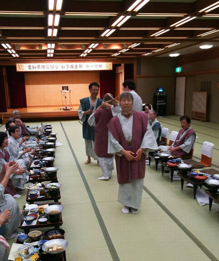 パンスト相撲女性の部