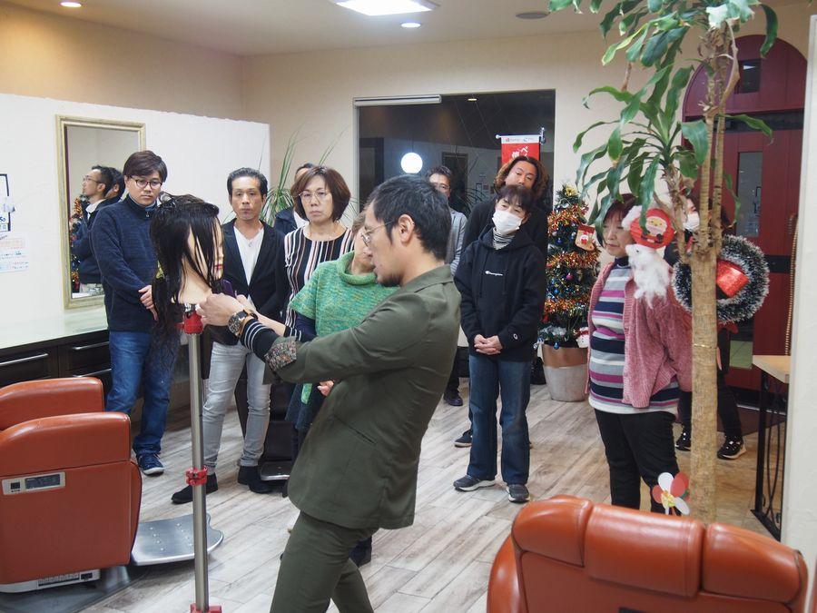 光田講師によるレディースカット